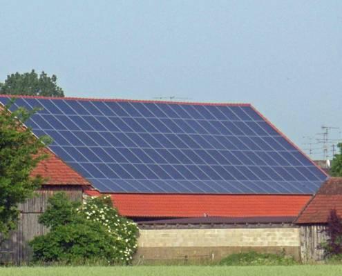 Solardach in Pettendorf installiert durch Photovoltaik Regensburg